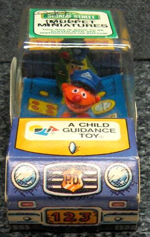 File:Child guidance muppet miniatures sesame pvc police car 2.jpg