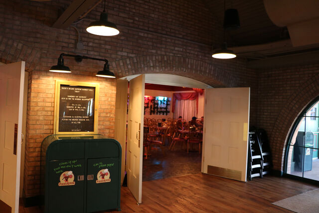 File:PizzeRizzo banquet room 02.jpg