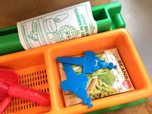 File:Tyco 1990 little bird's garden grow 3.jpg