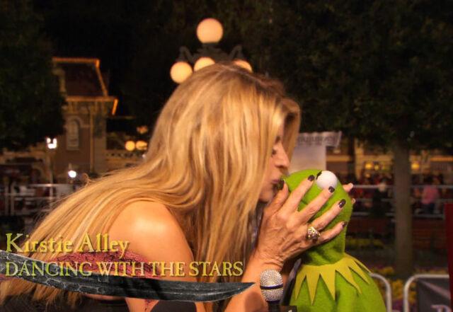 File:Kiss Kermit Kirstie Alley.jpg