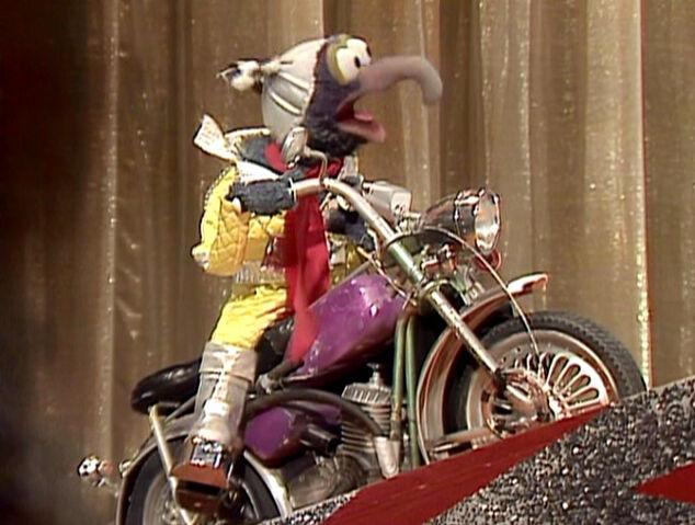 File:Gonzo-stunt-motorcycle.jpg