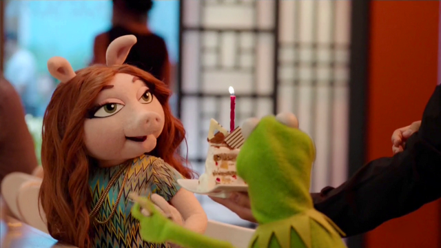 File:TheMuppets-S01E06-Denise'sBirthdayCake.png