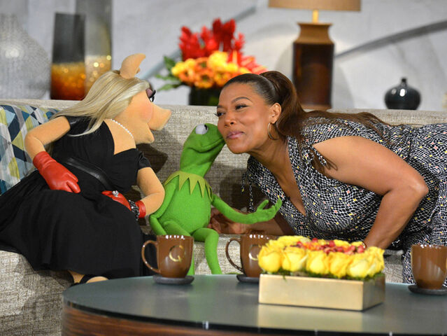 File:Kiss Queen Latifah Kermit.jpg
