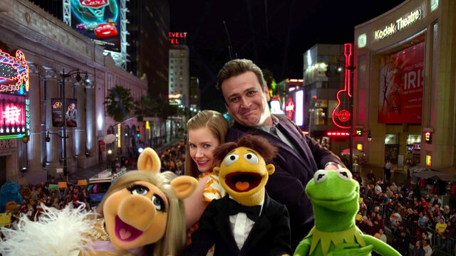 File:TheMuppets-(2011)-Finale-Piggy&Mary&Walter&Gary&Kermit.jpg