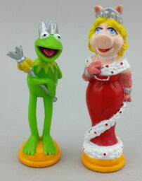 Chess set kermit piggy