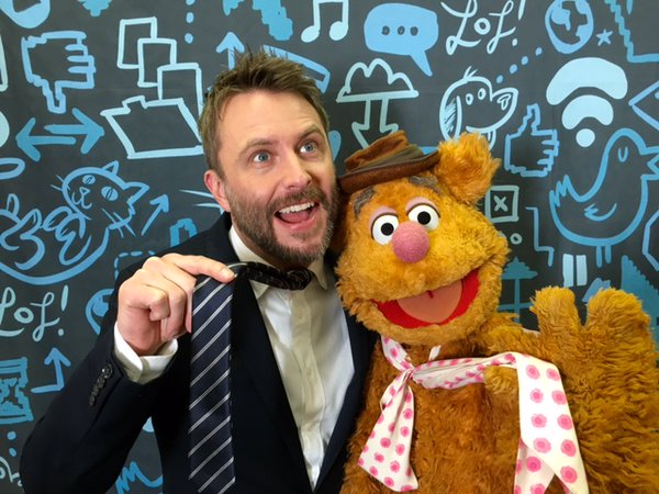 File:Chris Hardwick and Fozzie.jpg