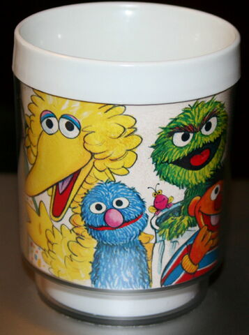 File:Dawn 1978 joe mathieu plastic sesame cup 2.jpg