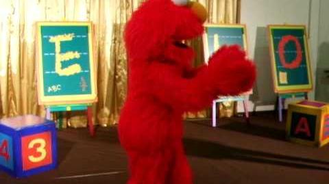Elmo dancing and singing in Takashimaya