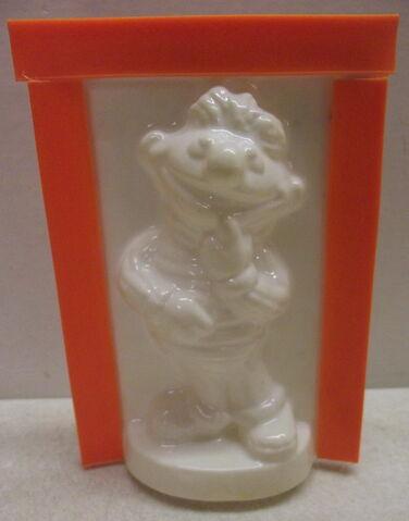 File:Friends 1976 cast n paint ernie plaster figure crafts kit 3.jpg