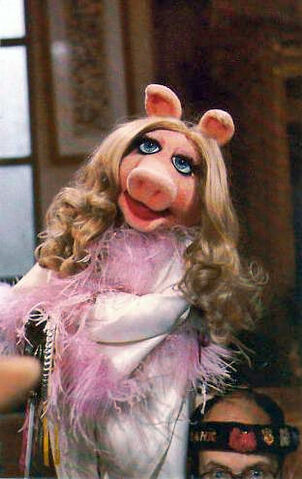 File:Miss piggy with frank-NEW.jpg