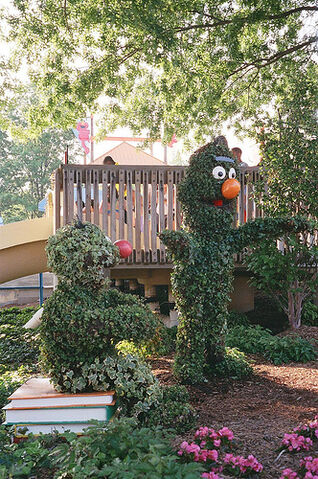 File:SesamePlaceTopiaries (13).jpg