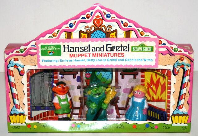 File:Muppet miniatures hansel set.jpg