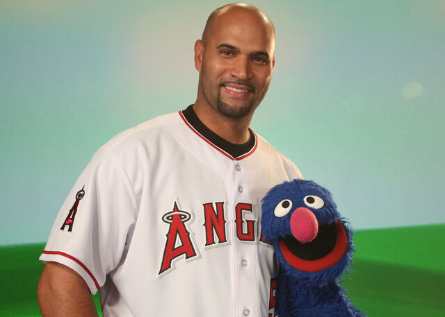 File:Albert-pujols-and-grover.jpg