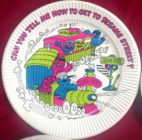 File:Smollin party supplies plate.jpg