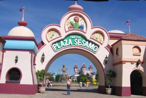 File:Parque-plazasesamo2.jpg
