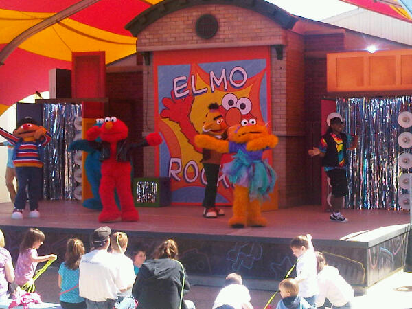 File:Elmo Rocks Tweetphoto.jpg