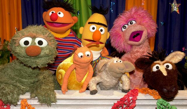 File:Sesamstrasse-30Years-Characters-(2003-01-22).jpg