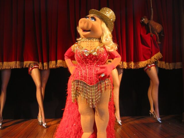 File:Piggy dance.jpg