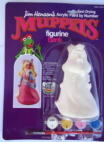 File:Craft master 1982 paint figurine piggy.jpg