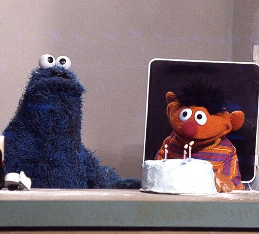 File:Cookie ernie cake.jpg