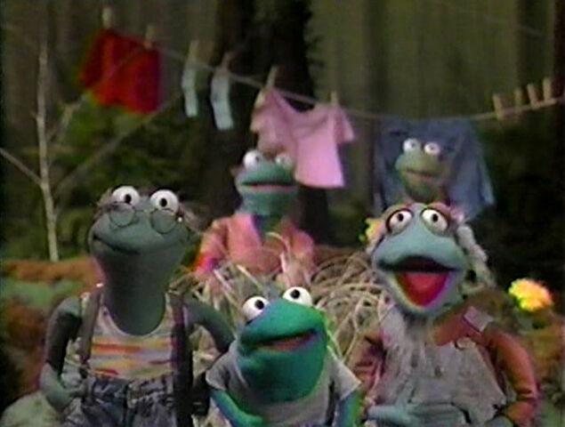 File:Paradise Swamp frogs 01.jpg