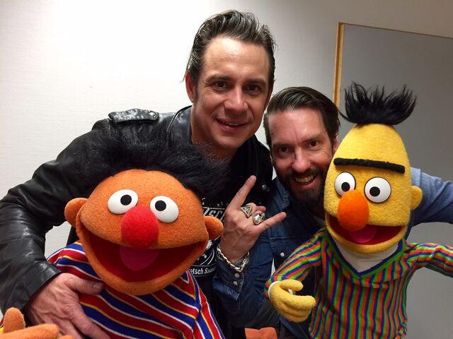 File:RTL-Spendenmarathon-Ernie&Bert-and-TheBossHoss-(2015-11-20).jpg