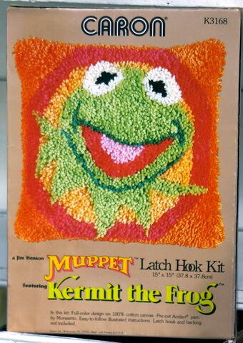 File:Caron kermit latch hook kit.jpg