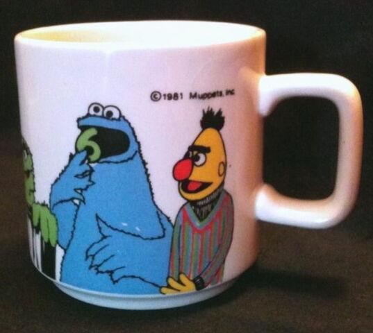 File:Crown lynn 1981 mug 3.jpg