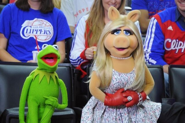 File:Kermit and Piggy at the Clippers game.jpg