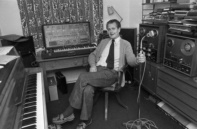File:Derek Scott 1977.jpg