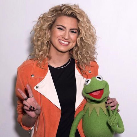 File:Tori Kelly and Kermit the Frog.jpg