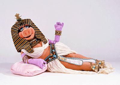 File:Cleopatra-piggy-wide.jpg