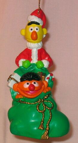 File:Kurt adler 1998 christmas ornament.jpg