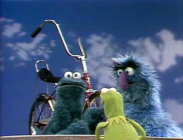 File:KermitHerryCookie.bicycle.jpg