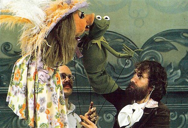 File:MuppetShow-BehindTheScenesKiss.jpg