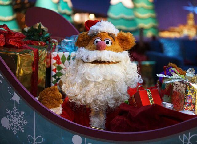 File:Fozzie Santa M15 1x10.jpg