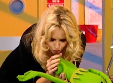 File:Kiss Kermit and Adriana Karembeu.jpg
