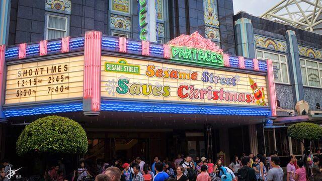 File:Universal studios singapore 2014 sesame street saves christmas 0.jpg