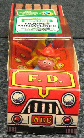 File:Child guidance muppet miniatures sesame pvc fire truck 1.jpg