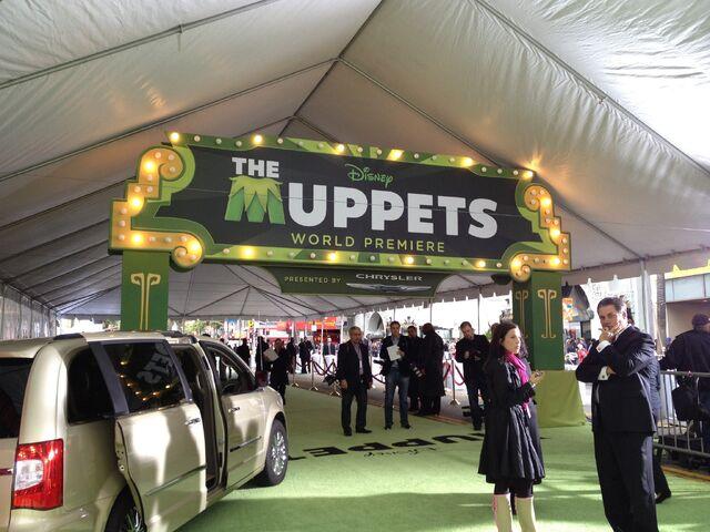 File:TheMuppets-WorldPremiere-ElCapitan-(2011-11-12)-01.jpg