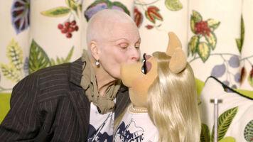 Vivienne Westwood kiss Miss Piggy
