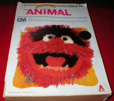 Columbia minerva animal latch-a-pillow 1979