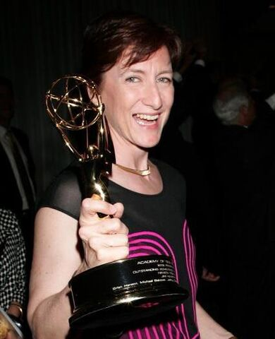 File:Producer Lisa Henson with Emmy awarded to Henson Digital Puppetry Studio at Engineering Awards on August 22 2009.JPG