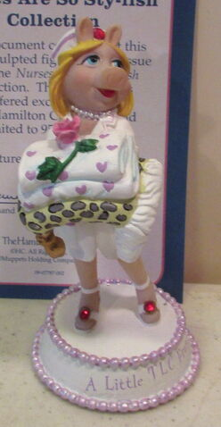 File:Hamilton collection 2007 miss piggy nurses are so sty-lish figurine a little tlc from moi.jpg