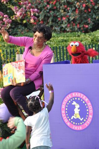 File:Elmo Maria 2010 White House.jpg