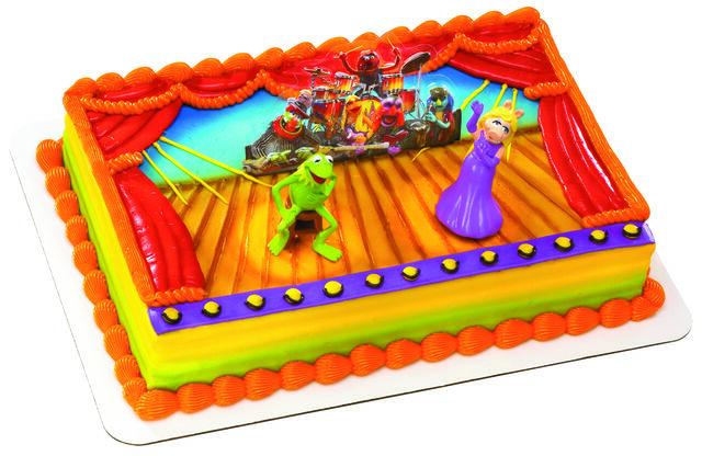 File:Decopac kermit piggy cake 2011.jpg