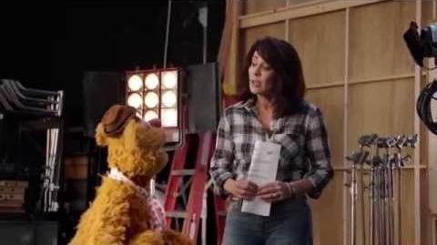 Patricia Heaton and Fozzie - Heckling