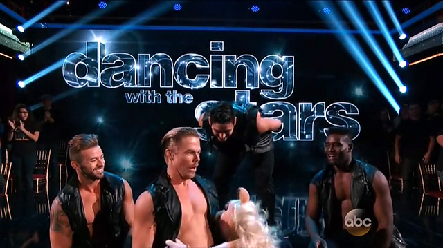 File:DancingWithTheStars-PiggyKissingDerekHough-(2015-09-28).png