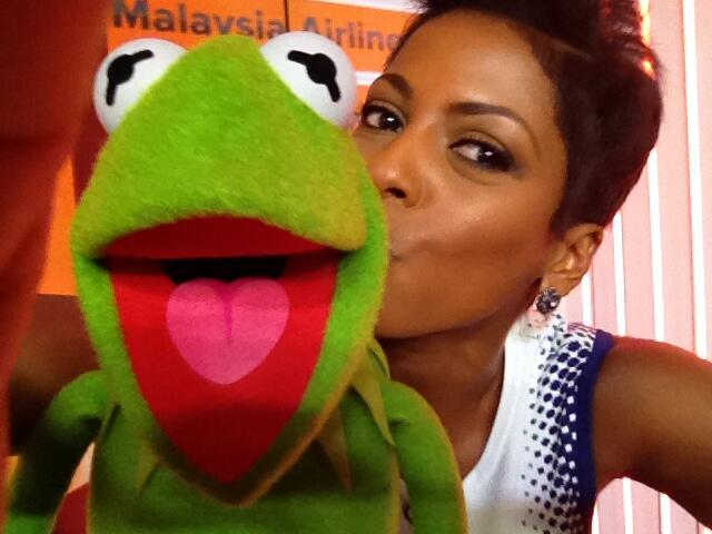 File:Today-TamronHall&Kermit-Kiss-(2014-03-19).jpg