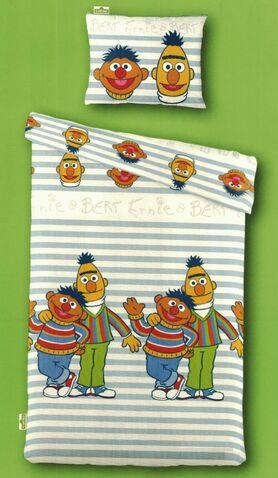 File:Bert-en-Ernie-Dekbedovertrek-140x200.jpg